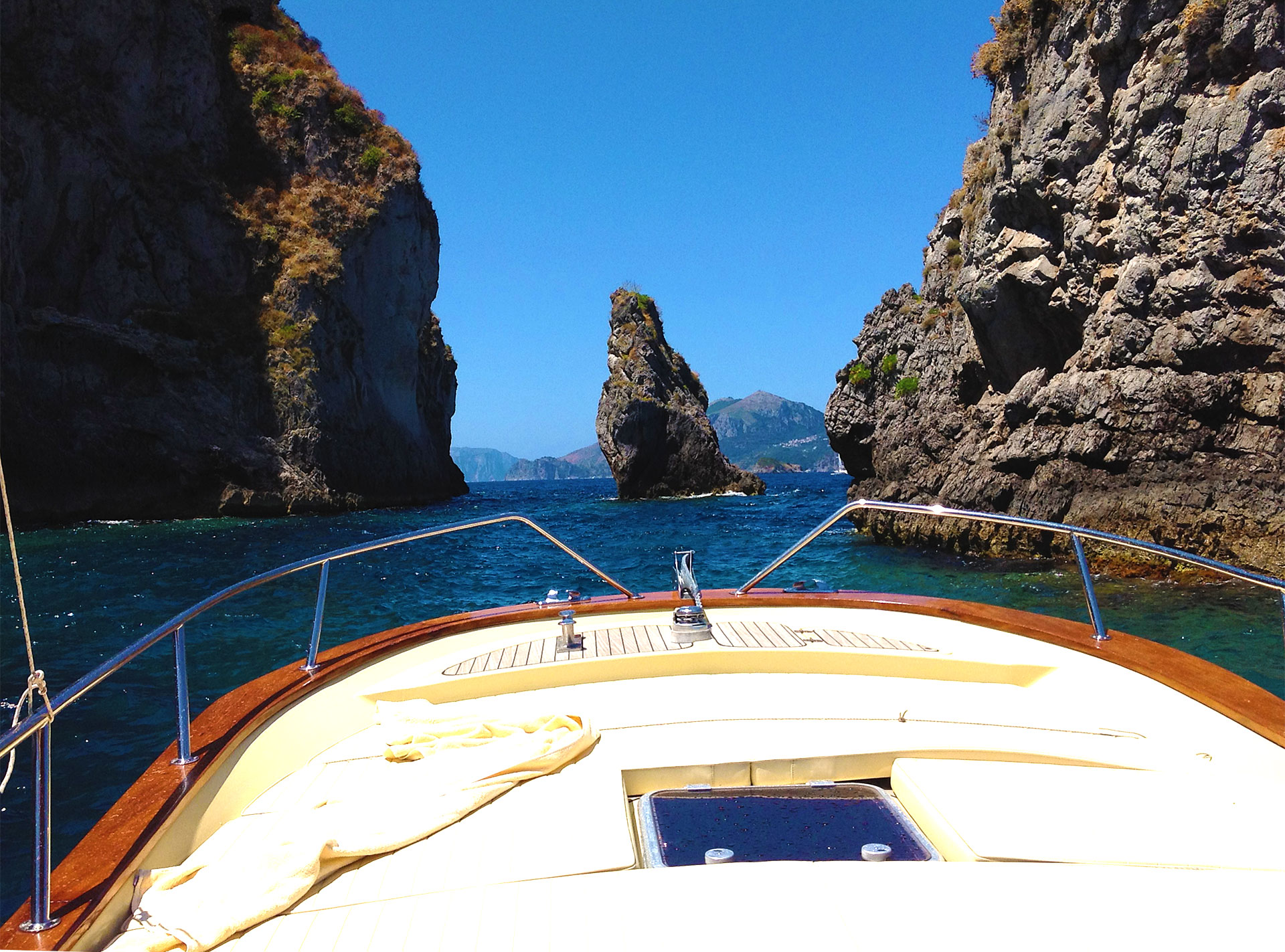 Amalfi Coast Activities: Boat tour cruise in amalfi positano and capri